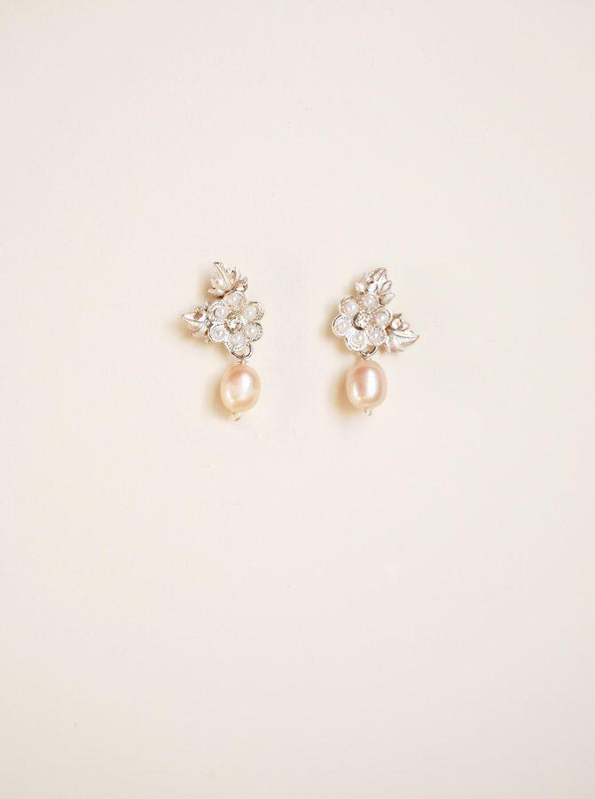 Orecchini floreali con perle rosa, gioielli a fiore con pendenti, accessorio cerimonia - mod.715 di Elibre su Etsy https://www.etsy.com/it/listing/482575462/orecchini-floreali-con-perle-rosa