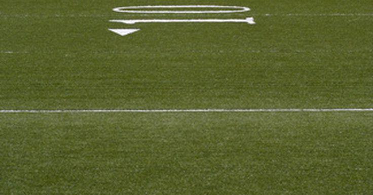 Reglas para patadas de salida en la NFL. En un juego de la Liga Nacional de Fútbol (NFL, por sus siglas en inglés), tendrás la oportunidad de ver un kickoff, o patada de salida, al inicio de cada mitad, si fuera necesario al inicio del tiempo extra, así como después de cada anotación o gol de campo. A diferencia de una patada de despeje, en la que el equipo que patea está cediendo la ...
