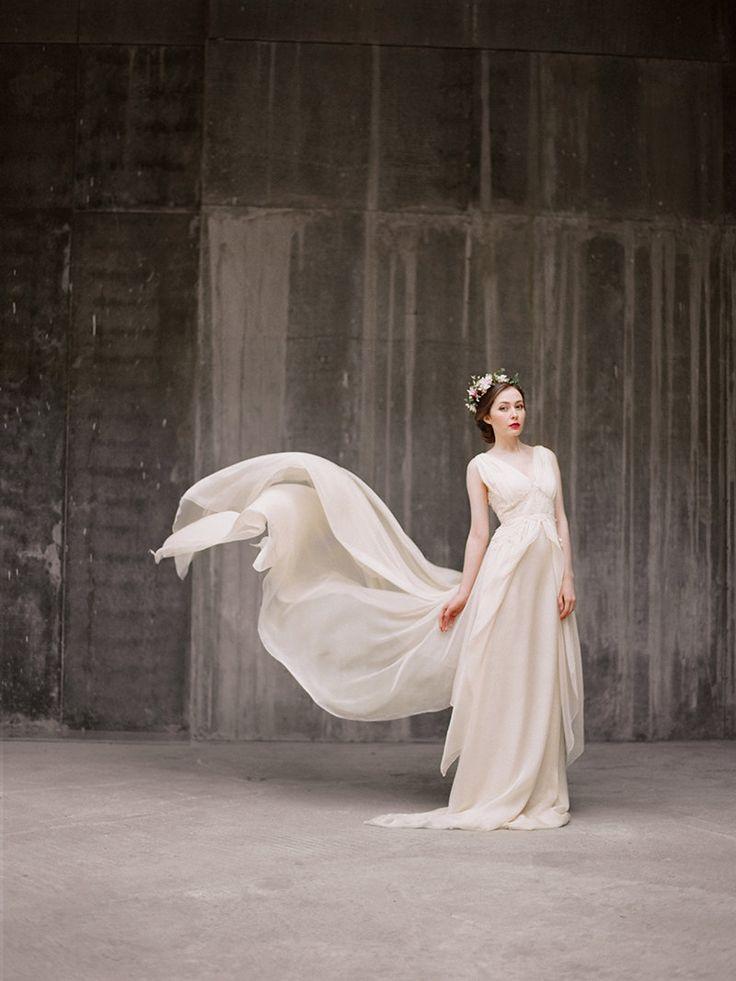 Zlata / Flowy ariosa sposa abito - abito da sposa bohemien Chiffon wedding dress - abito da Sposa Beige - - Abito da sposa d'epoca - Vintage di Milamirabridal su Etsy https://www.etsy.com/it/listing/225300496/zlata-flowy-ariosa-sposa-abito-abito-da