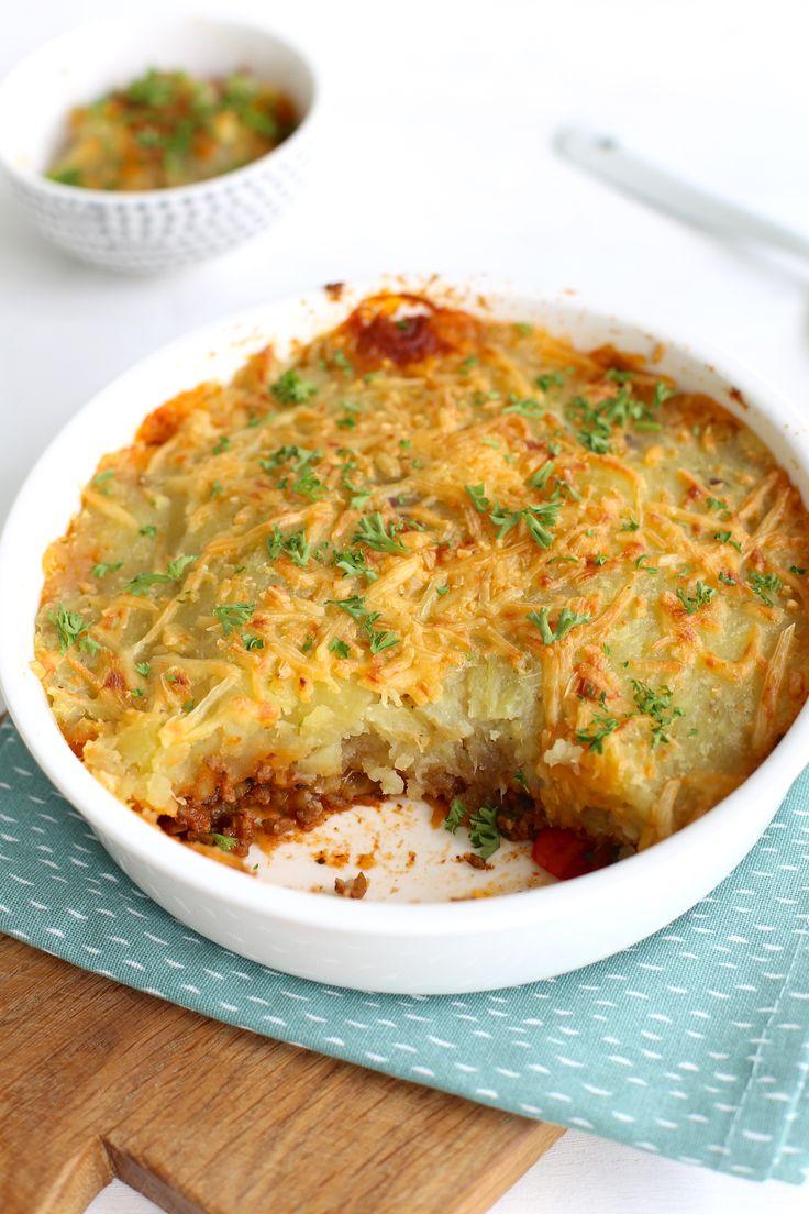 We laten je zien hoe je een lekkere ovenschotel met zoete aardappel en gehakt kunt maken. Bekijk snel hoe je deze ovenschotel maakt!