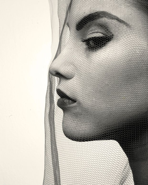 #darklydoesitx #lovenickix #IrvingPenn I like the fierce makeup that emphasises the woman's features