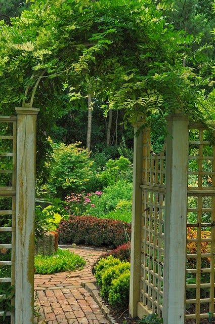 A Lattice Gate Shared by www.nwquiltingexpo.com @NWQuilting Expo #nwqe #garden