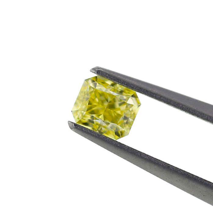 0.51 ct. natuurlijke Fancy Yellow Diamond VS1 kussen vorm GIA.  Natuurlijke Fancy Yellow 0.51 ct. VS1 kussen vorm diamant met zeer goed knippen en zeer goed gepolijst best geschikt voor de hanger en ring kern. Het is vervaardigd en de beste bron van natuurlijk geel gekleurde diamanten van de Angolese ruwe gepolijst. De steen wordt geleverd met GIA certificering #5256393143GIA CERTIFICAAT: 5256393143. ANTWERPEN BELGIËKaraatgewicht: 0.51 karaatDuidelijkheid Grade: VS1Afmetingen: 451 x 3.84 x…