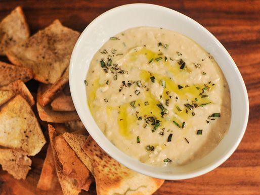 Here'a #vegan bean dip to try. Rosemary and Lemon White Bean Dip.
