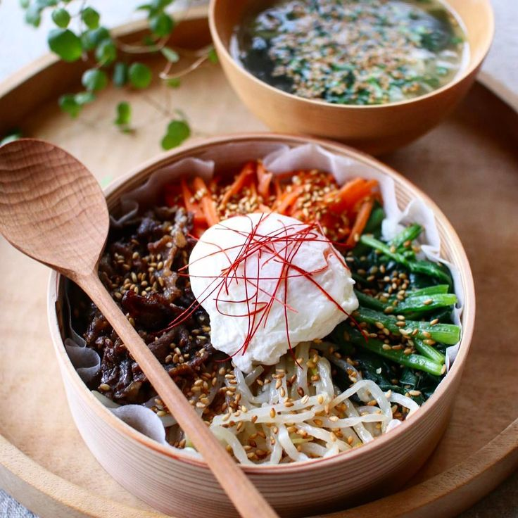 Today's lunch 2017.02.24 ・ ・ ビビンパ オンマのわかめスープ ・ どなたかの誕生日ではありません。 ・ わかめスープの出汁は鶏ガラスープの素だから、オンマのわかめスープもまちがってるか。笑 ・ 朝は起きたけど、やる気がでなかった結果こちらのお弁当になりました。笑 ・ ・ スープジャーで持っていったよ。 ・ ・ #healthyeating#nutritious#healthy#healthyfood#foodshare#foodporn#foodpic#photooftheday#pictureoftheday#tasty#instafood#おうちごはん#onthetable#暮らし#お昼ご飯#昼食#ランチ#lunch#あつ子弁当#ビビンパ#韓国料理
