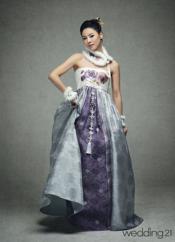modern Korean wedding dress. Would love to have this as my wedding dress in the future :)