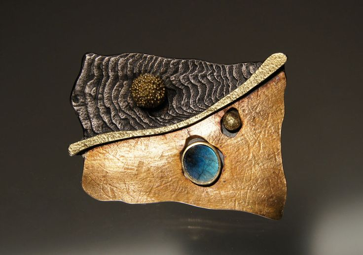 Harold O'Connor Brooch: Untitled, 2012 Silver, 750 gold, spectrolite © By the author. Read Klimt02.net Copyright.