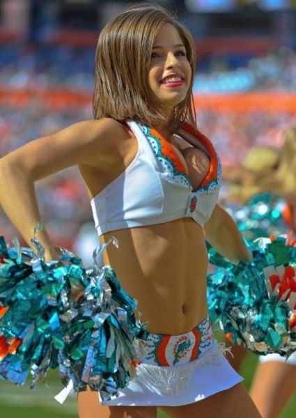 20 Hot Photos of the Miami Dolphins Cheerleaders