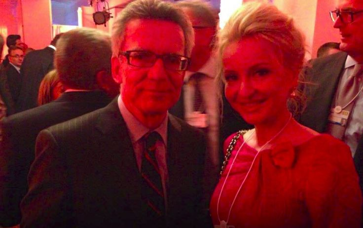 Sandra Navidi with Thomas de Maizière, Federal Minister of the Interior at the WEF in Davos  #SuperHubs #networking #finance #nyse #wallstreet #business #motivation #inspiration #career #womeninbusiness #femaleceo #corporatewoman #politics #power #influence #books #bestseller #NewYork #NY #NYC #Manhattan #ilovenewyork