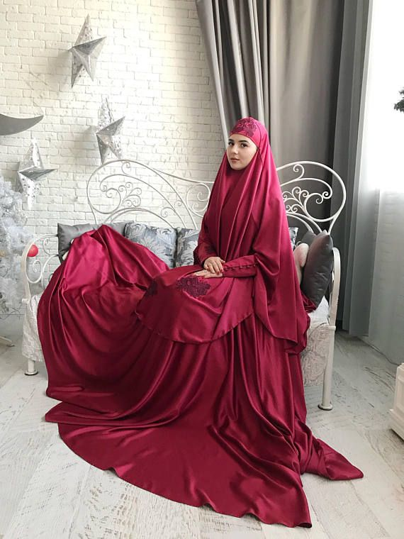 Elegant muslim suit made by soft burgocolor silk. The costume consists of 2 parts of a skirt and a himar, a waist skirt has an elastic band, a lace trimmed with lace, high cuffs with beautiful buttons. On the photo umbrella style skirt, but at variations we also add cheaper variants