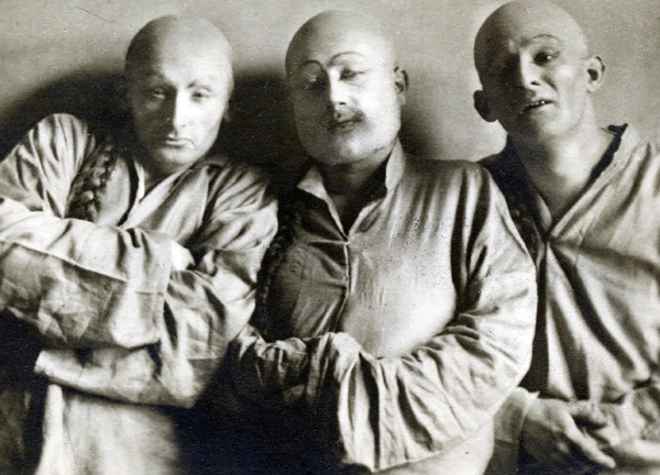 Warsaw Theater Before the war.                 Three Yiddish actors in Poland, in makeup for a play staged in                 Warsaw in 1923.