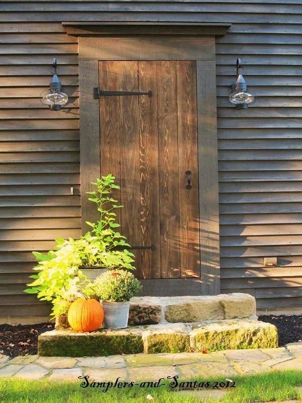 Simple and perfect fall front door. Primitive ... & 49 best Fall Front Porches images on Pinterest | La la la Fall home ...