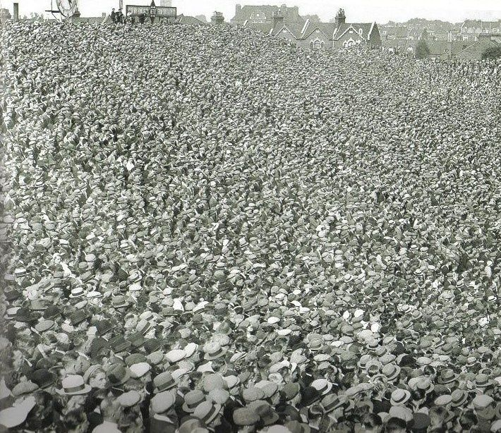 Arsenal crowd at Highbury in the 1920s