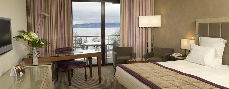 Lit king size dans la chambre de luxe Plus de l'hôtel Hilton à Évian-les-Bains | France  #France #Evian #Hotel #Chambre #Bedroom #Lit #Bed #Hilton