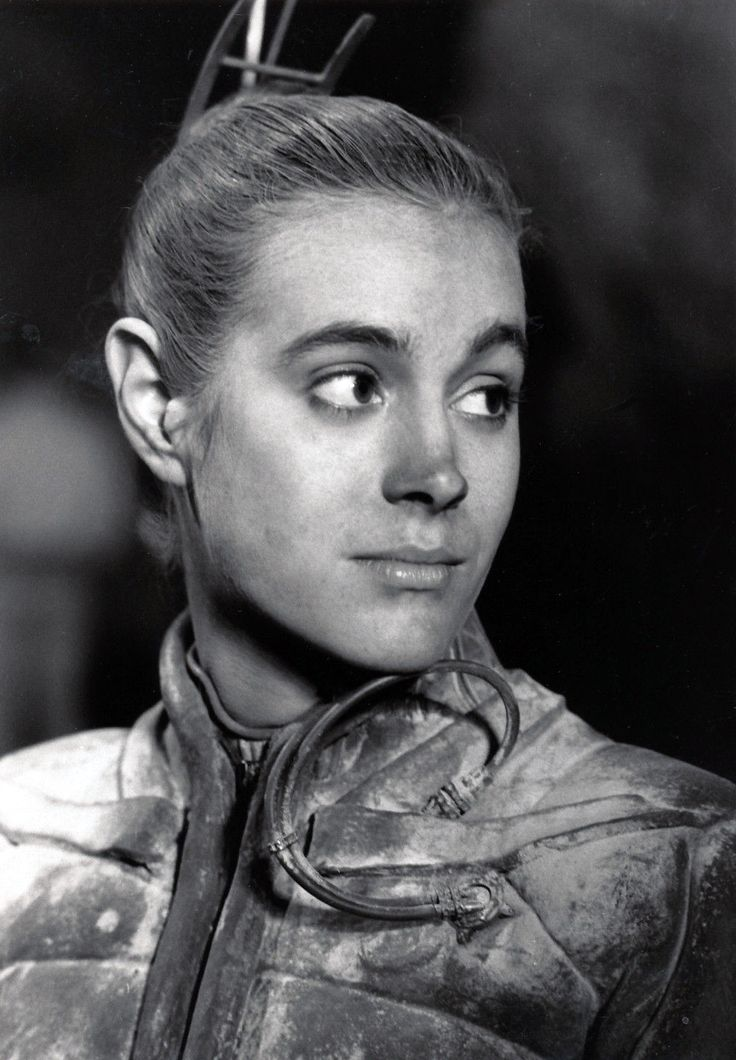 Sean Young in DUNE (1984) she hates education, textbooks, can not pass penn foster. Her way or the highway. Expert Master in Voo Doo.....lol
