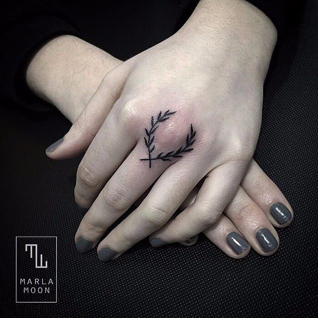 16 Sensual Ornamental Tattoos on Women