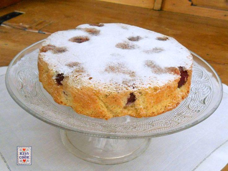 Torta con le ciliegie, secondo una ricetta di Pellegrino Artusi leggermente modificata, facile e semplice da preparare, ve la consiglio.