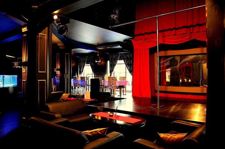 New Orleans Club i Warszawa är en elegant och sinnlig nattklub med pulserande nattliv i huvudstadens kärna. Filminteriören av lokalen i Warszawa skapar känslan av lyx och prestige och den största baren i Europa frestar med fler än 700 typer av spritdrycker.  http://www.neworleans.pl #nattklubbwarszawa #poldanswarszawa #restaurangwarszawa