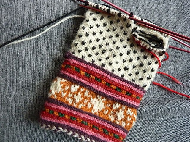 Ravelry: entill's Gloves from Muhu Island....okay these are awesome, now i want to learn how to knit!