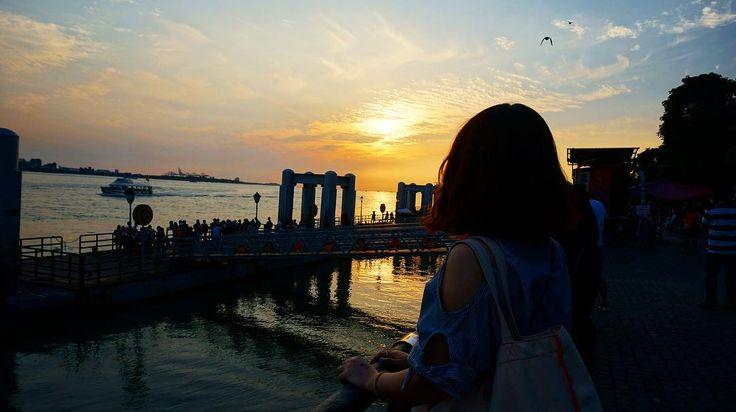 단수이의 #일몰 . . . #단수이 #대만 #대만여행 #홍마오청 #일상 #여행 #여행스타그램 #travel #trip #taiwan #travelstagram #台湾旅游 #台湾 http://tipsrazzi.com/ipost/1505660797999708651/?code=BTlLoS5APnr