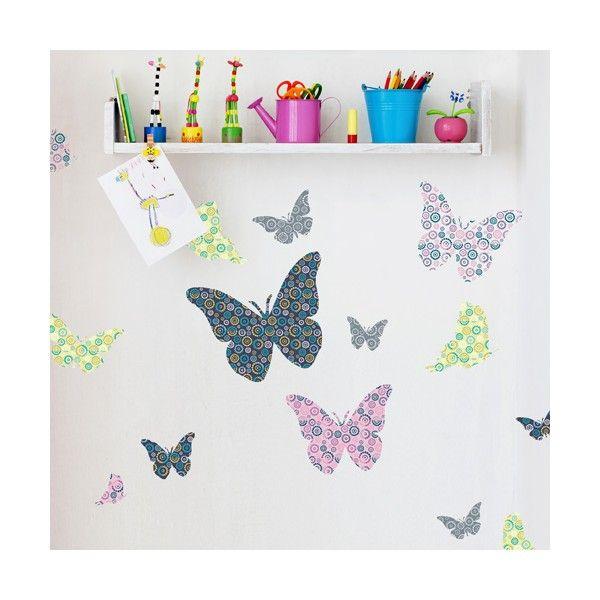 Muursticker vlinders met patroon bestaat uit 14 stickers met een afmeting van 6 tot 24 cm.