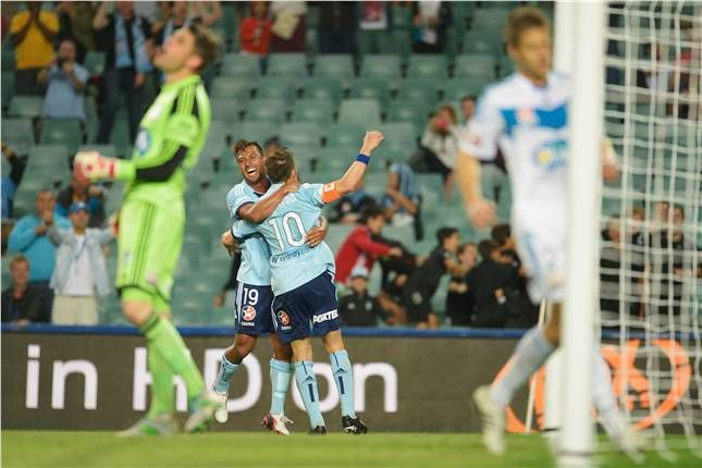 Del Piero broke the deadlock with a fine penalty to give ten-man Sydney FC a 3-2 win over Melbourne Victory in Rd5.