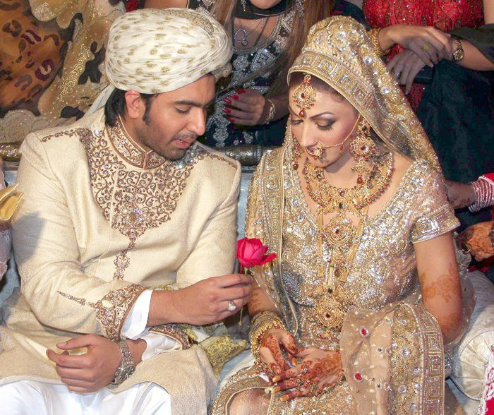 Pakistani Actress Sana Wedding Pictures With Fakhar