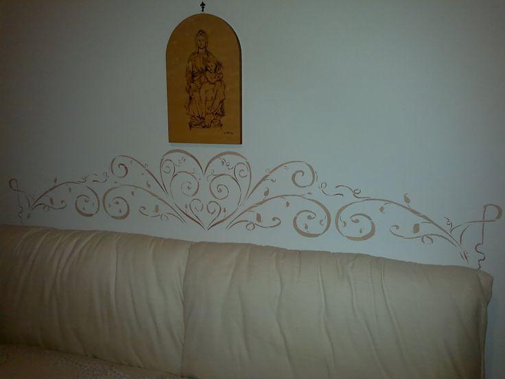 Stencil floreale testata letto