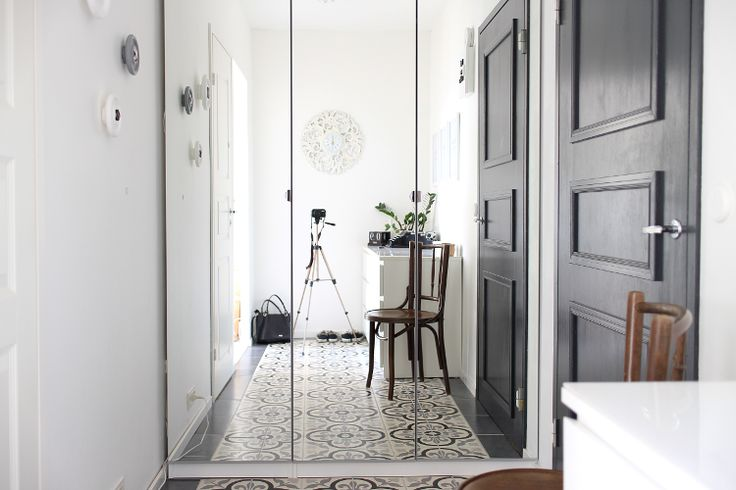 Dark grey door in our hallway - Koti-ikävä