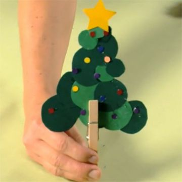 Keep the kids busy while the adults mingle with this super-fun Christmas tree craft.