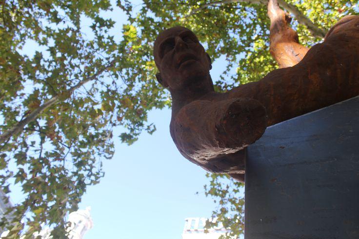A Queda de Ícaro - Escultura de Rogério Timóteo