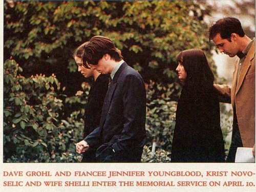 Dave Grohl and Krist Novoselic at Kurt Cobain's funeral, 1994. I'm honestly getting teary eyed...