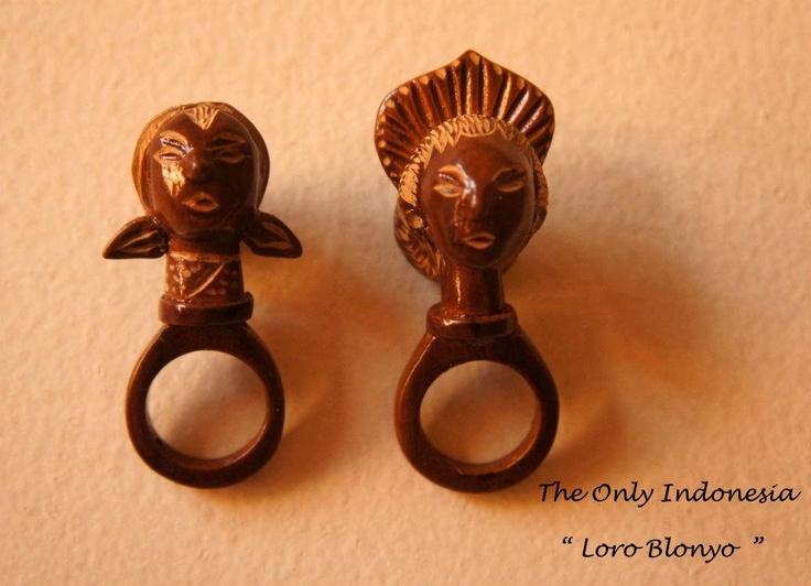 """Loro Blonyo"" - Design accessories andrauni valentina nganduh. Inspiration from culture Indonesia"