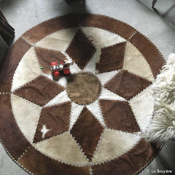 Les 25 meilleures id es de la cat gorie tapis en peau de vache sur pinterest - Tapis cuir patchwork ...