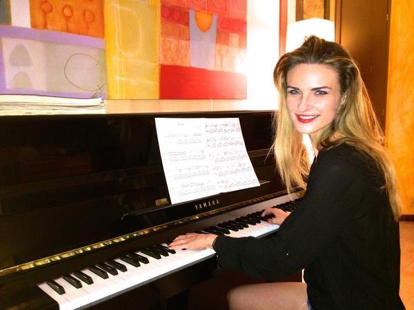 """<div class=""""twitter-post""""><p>#miracconto: pianista, modella e geek allo stesso tempo. Vi aspetto qui donne moderne: <a href=""""http://t.co/VnBVAXpkUH"""" target=""""blank"""">http://t.co/VnBVAXpkUH</a> LOVE <a href=""""http://t.co/cVVfW2c3LJ"""" target=""""blank"""">http://t.co/cVVfW2c3LJ</a></p></div>"""