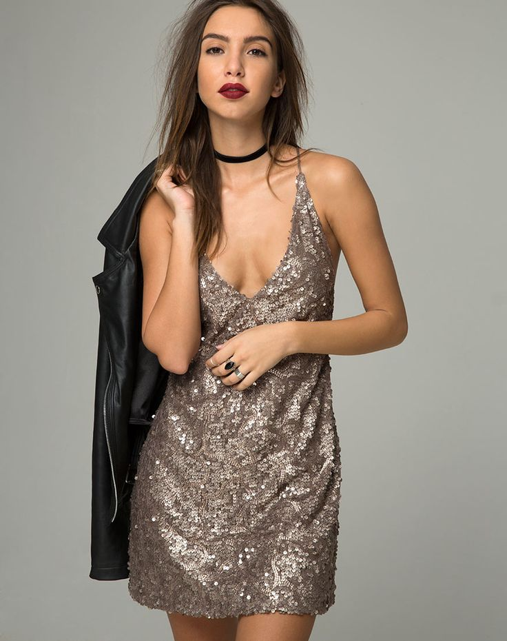 The Purpura slip has plenty of sass in an antique gold sequin finish with mini loose fit, V neckline and thin strap detailing to the back