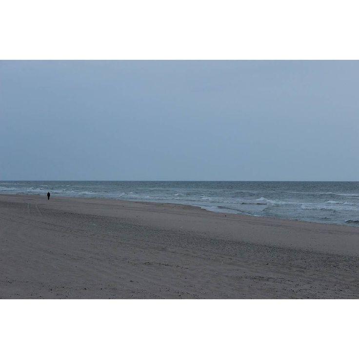 zdjęcie ze sztafażem  #pustkowo #2016 #sea #baltic #beach #dark #alone #staffage #minimalism #art #blue #sky #landscape #likepainting #human #poland #waitingforsunset #instamood #instaart #minimal #calm #wind #amateurphotography