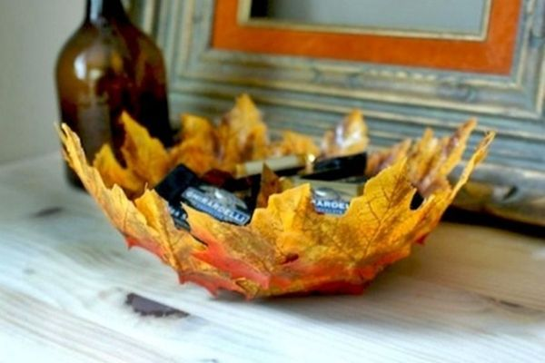Így készíthetünk tálkát őszi falevelekből!