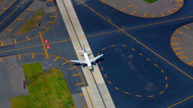 Monday, August 19, 2013 Newark Liberty International Airport, New Jersey (© Peter Adams/Corbis)