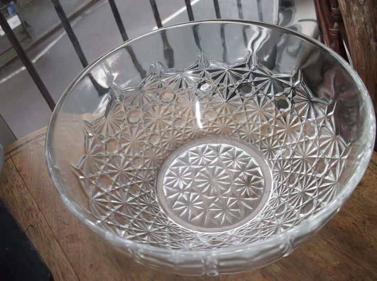 VINTAGE LARGE GLASS BOWL WITH SPARKLE CUT LOOK STAR FLOWERS AROUND BODY