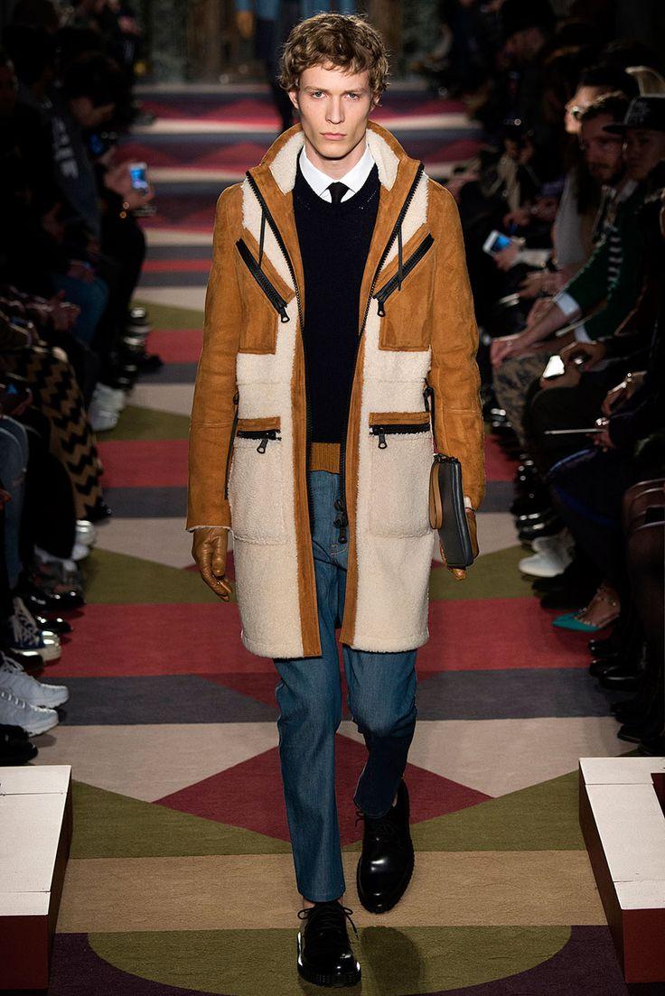 Revolución geométrica y una prenda obsesión: el abrigo de Valentino #Menswear #FW15 http://buff.ly/1E2NxRC