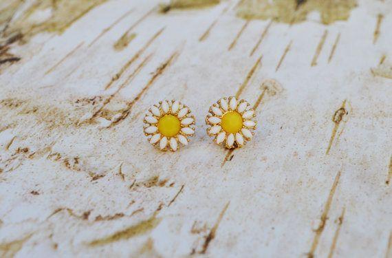 SALE Camomile Flower Earrings Dainty Flower Stud Earring