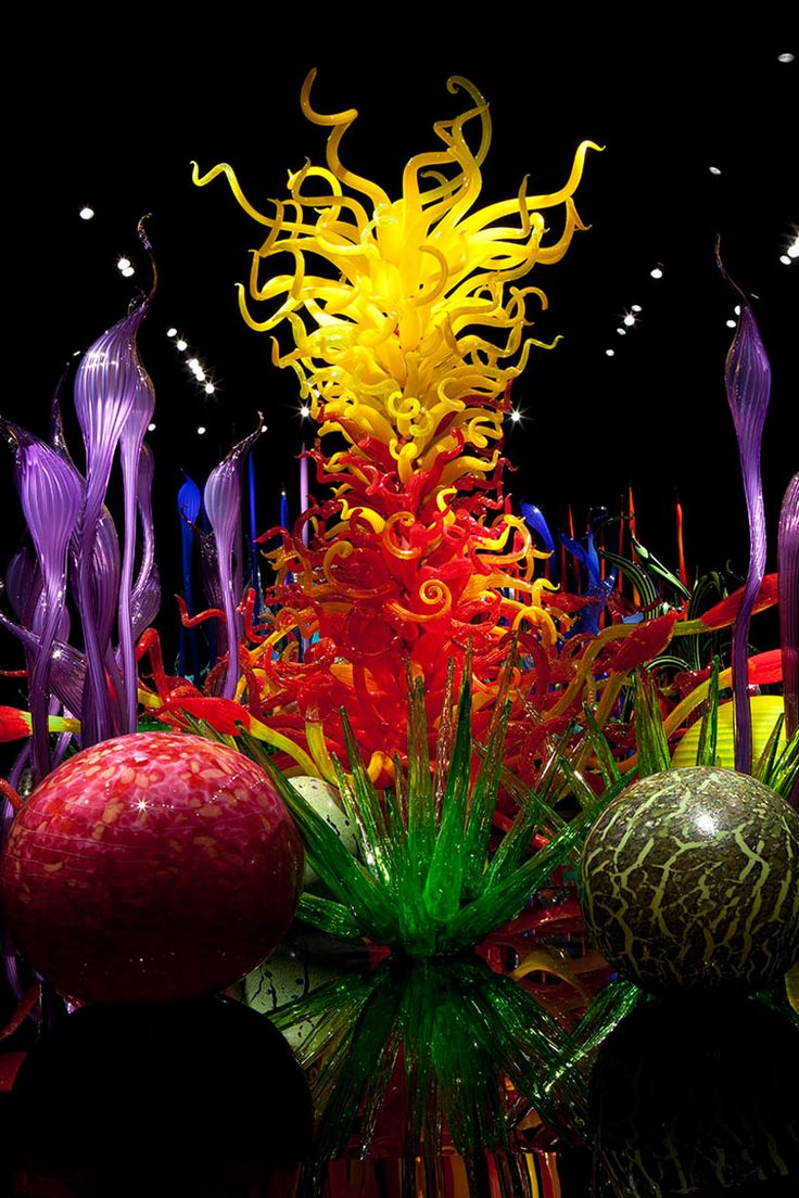 vibrantly colored hand-blown glass gardens by dale chihuly - designboom | architecture & design magazine