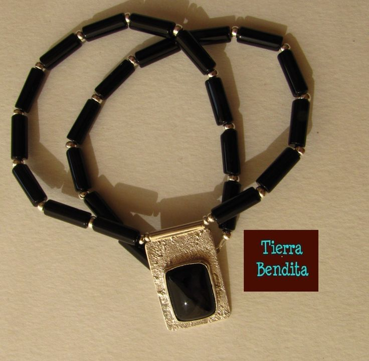 collar corto hecho a mano, de ónix y plata  https://www.facebook.com/paope.orfebre