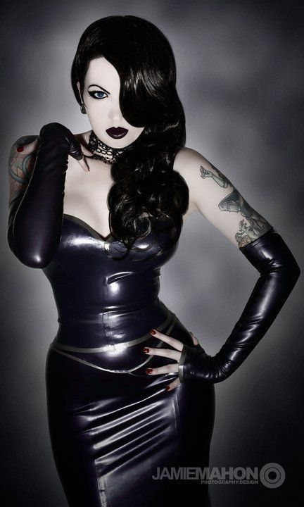 Looks like a Goth Jessica Rabbit