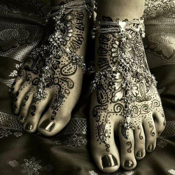 Pretty, decorated feet