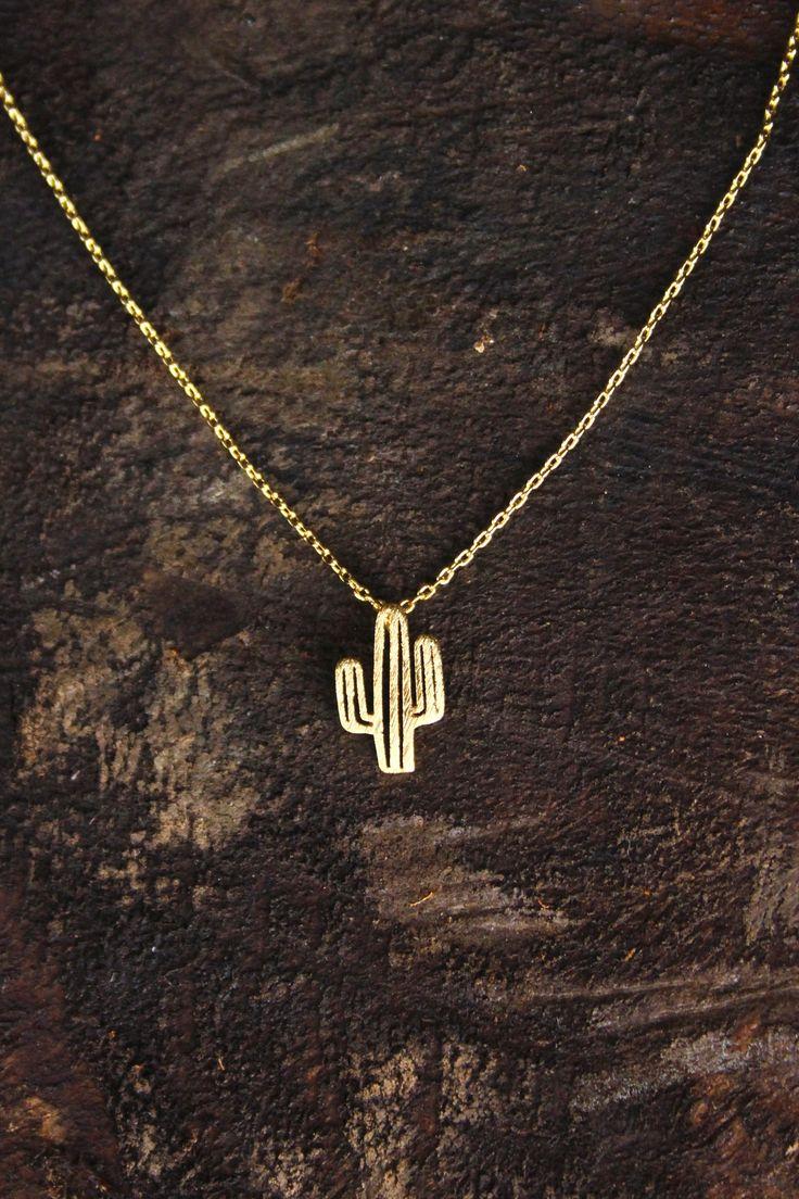 Les bijoux délicats tendance comme ce pendentif cactus.