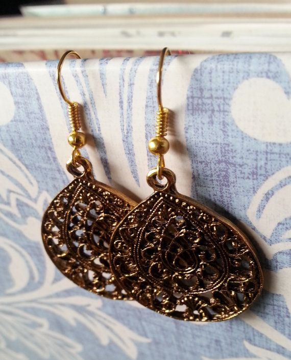 Gorgeous oval vintage dangle gold plated earrings