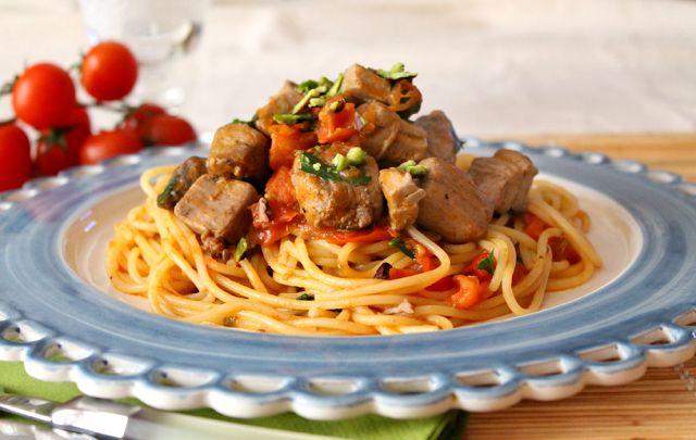 Spaghetti con tonno fresco, pomodorini ciliegino e pistacchio di Bronte!
