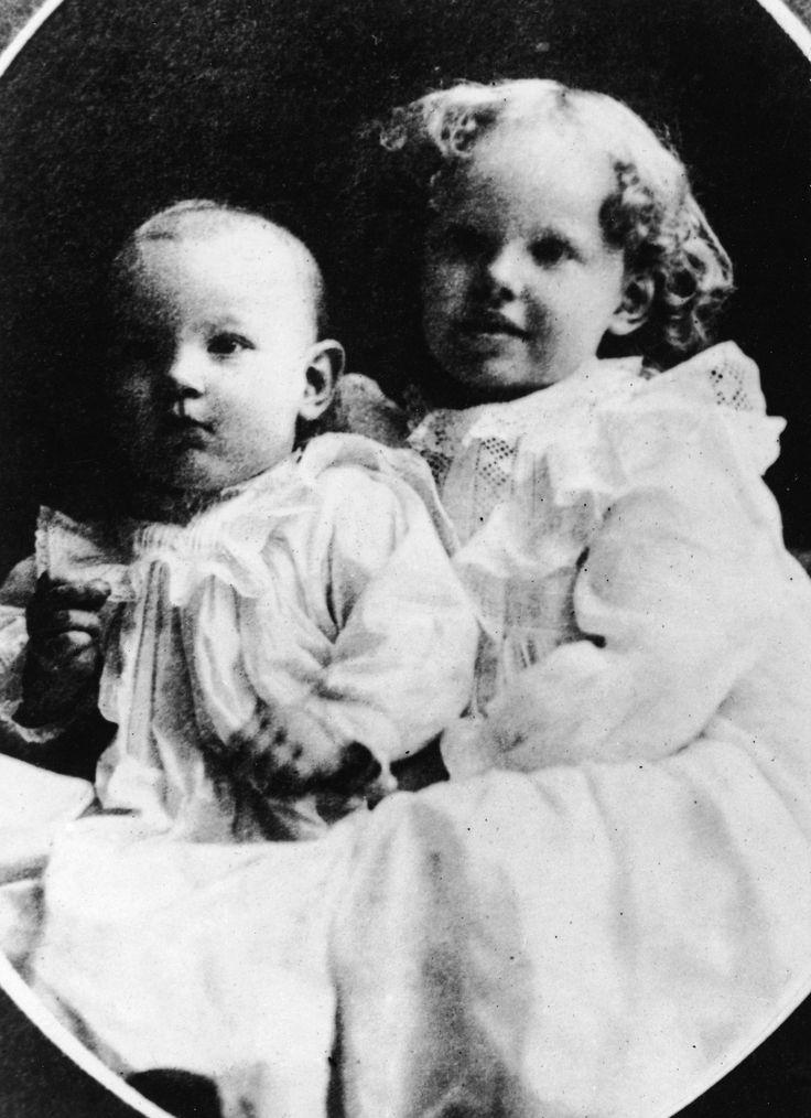 Life in Pictures: Amelia Earhart   genealogy   Amelia ...